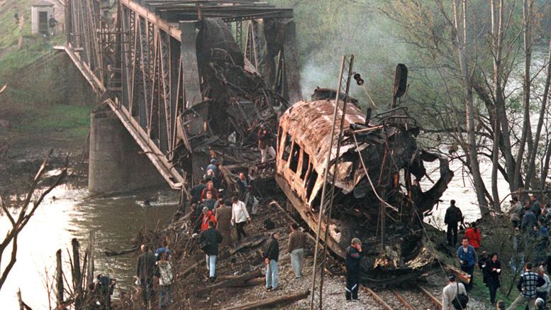 Il treno passeggeri che percorreva la linea Belgrado-Salonicco fu bombardato intenzionalmente