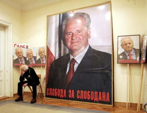 Nella sede del Partito Socialista di Serbia, 13 marzo 2006